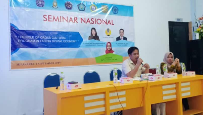 "Collaborative Seminars with Hatyai University Thailand dengan tema ""The Role of Cross Cultural Program in Facing Digital Economy""."